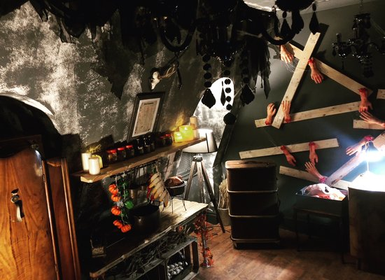 Locked in Glasgow: Witch House in Scottish Highlands